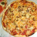 オリーブとチーズのトマトピザ ☆コストコ食材・アレンジレシピ